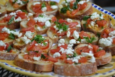 https://sallycooks.com/2014/05/14/tomato-crostini-with-basil-and-parsley/